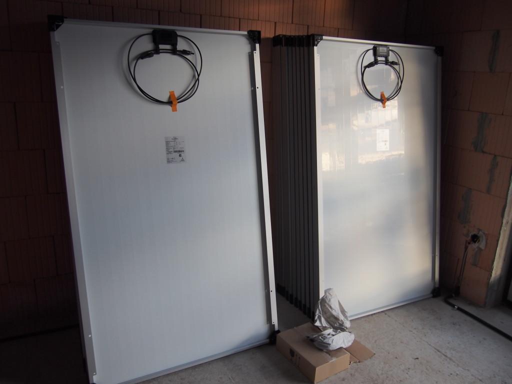 Die Solarmodule zur Zwischenlagerung im Kinderzimmer